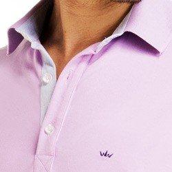 detalhe camisa polo lilas masculina buon giorno logo