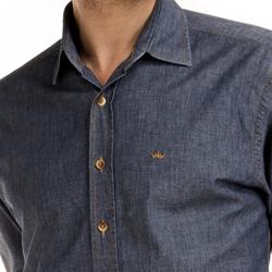 detalhe camisa jeans escuro masculino buon giorno lauro botao